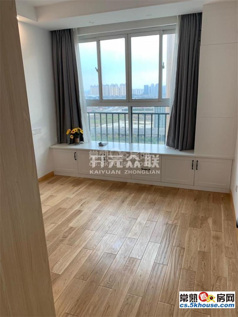 润发中央公园 2600元/月 3室2厅1卫 精装修 采光好交通便利配套完善