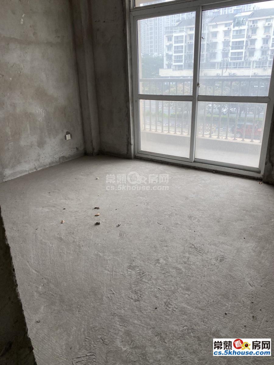 百盛花园南区142平米毛坯4房2厅2卫191万中间层带汽
