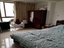世茂三期一室一厅好楼层拎包入住1500元/月