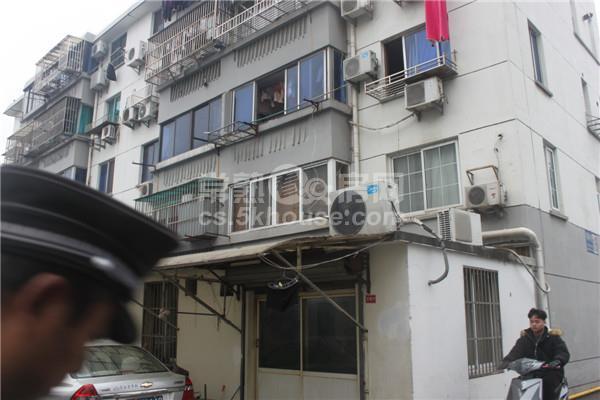 菜园村街 79平方  2室2厅1卫 简单装修  满2年  150万