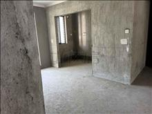 九方城,楼王位置.全新纯毛坯房,中间楼层15楼,送一个自己买下来的车位