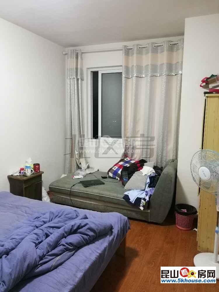 观湖壹号 305万 2室2厅1卫 毛坯 好楼层好位置低价位