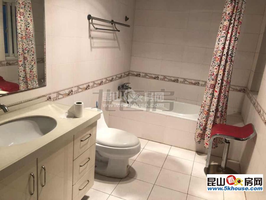 青江秀韵 2500元月 3室2厅2卫 精装修 ,干净整洁,随时入住