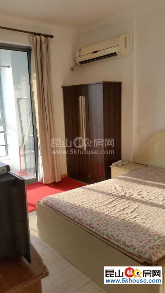 蝶湖湾精装单身公寓  出租1600包物业 有钥匙 随时看房