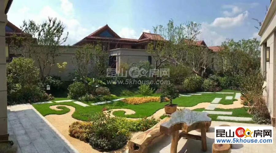 一所令人流连晚返的别墅  上海两公里 邻水纯独栋 花园200平