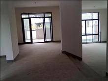 干净整洁,随时入住,绿地21城e区 5500元月 5室2厅4卫 毛坯