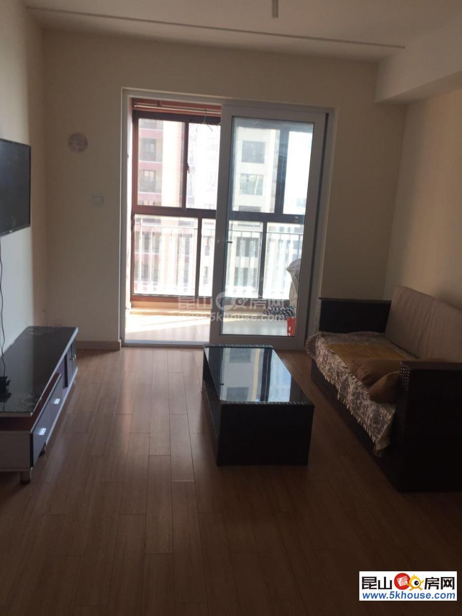 超低价绿地 2300元月 3室2厅1卫 精装修