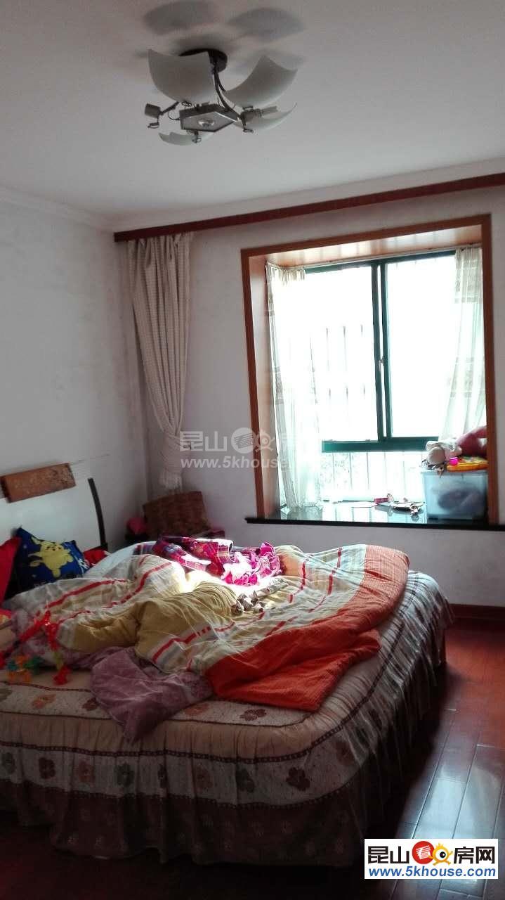 银鹿新城 1300元月 2室2厅1卫 简单装修 ,依山傍水,风景优美