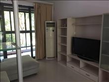 干净整洁,随时入住,新城郡尚海 2500元月 3室2厅1卫 精装修