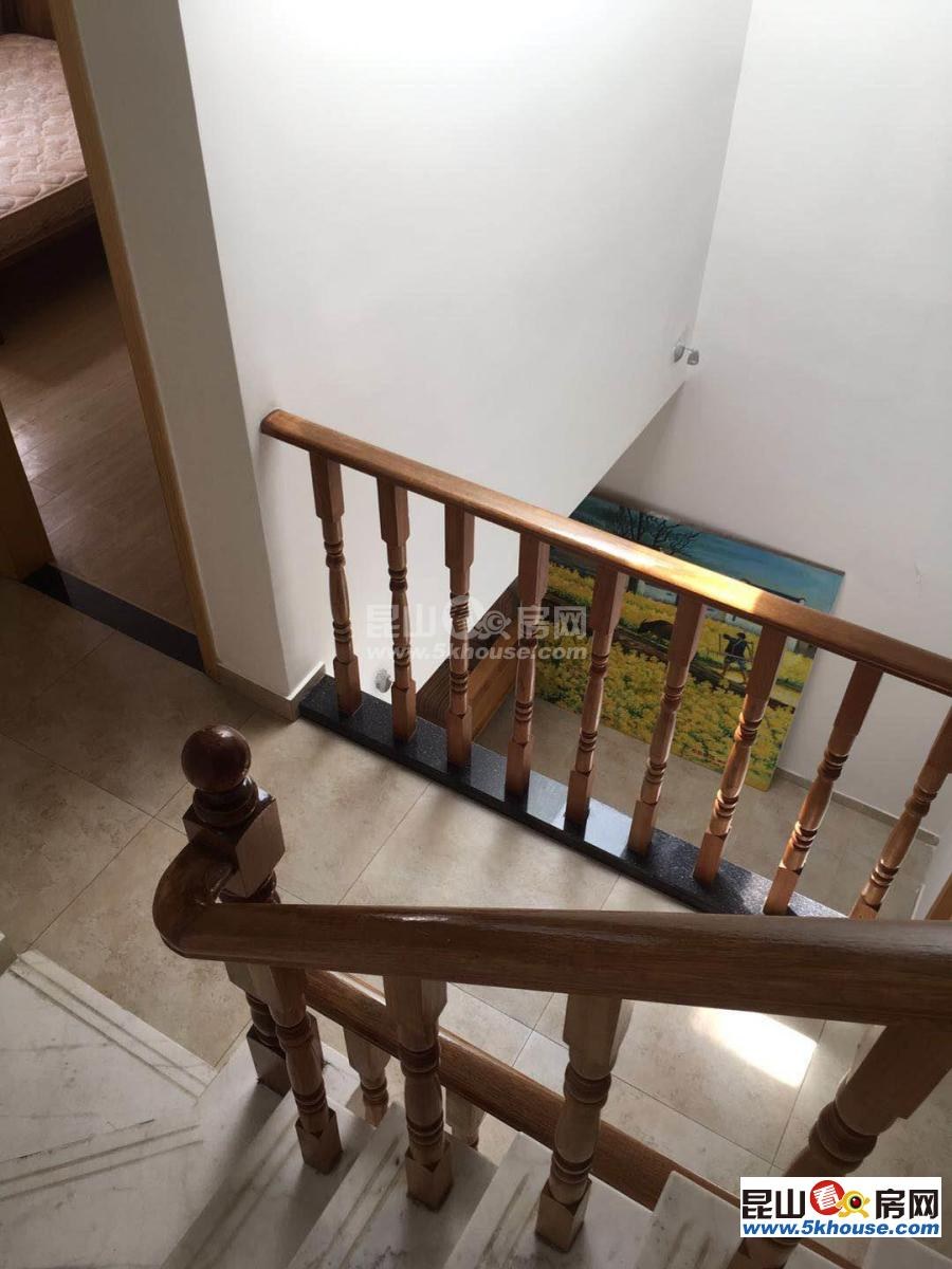 绿地21城c区 3900元月 4室2厅3卫 精装修