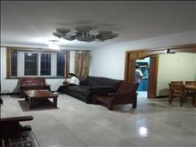 干净整洁,随时入住,名湖花苑 2300元月 3室2厅2卫 精装修