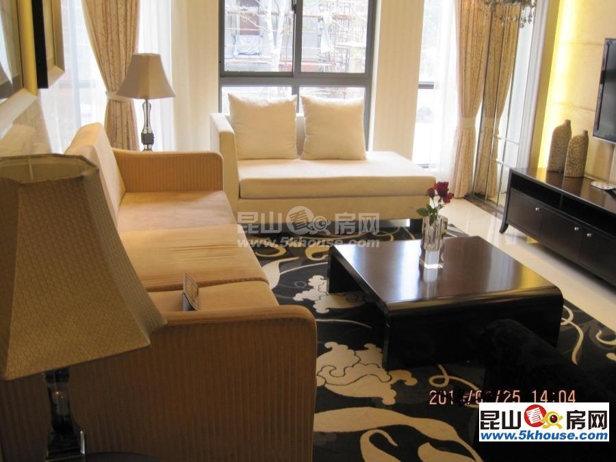 昆山城东世茂东外滩,两房出租租金2300,自住装修风格,很温馨