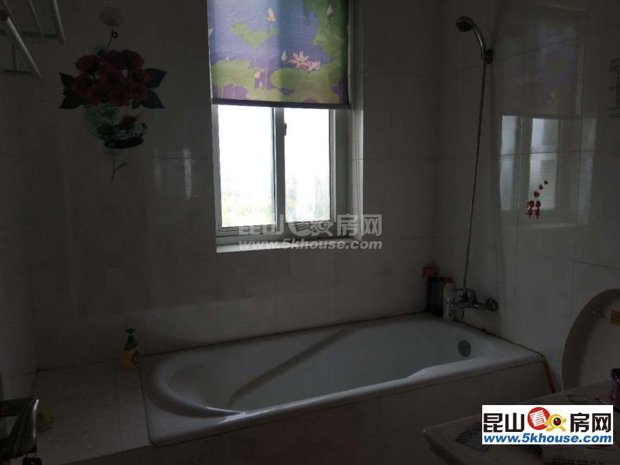 高档小区名人华城复式楼 135万 5室3厅3卫 简单装修 ,性价比超高
