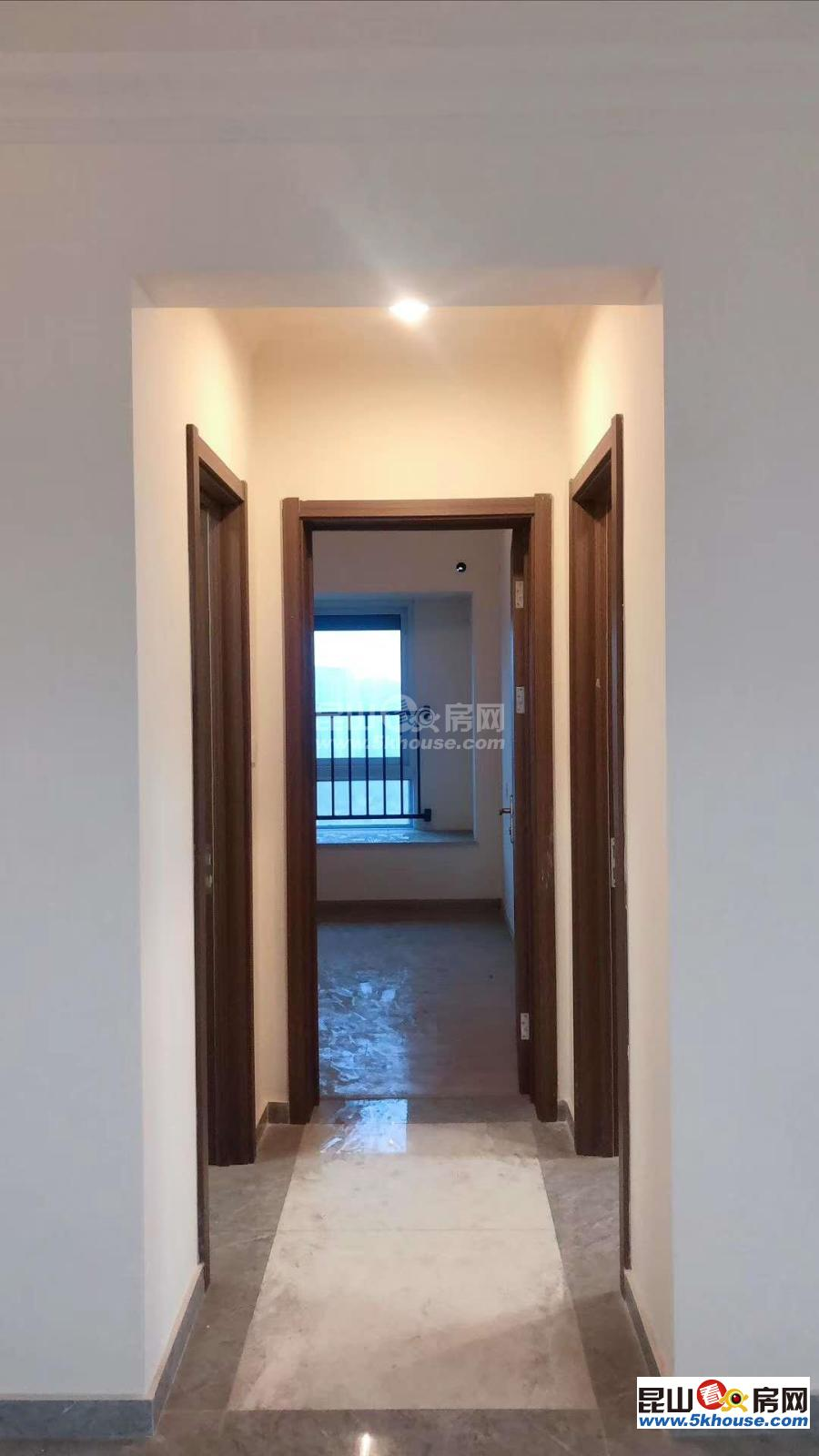 绿地滨江汇  中间楼层 南北通透大三房 精装修 满二 无税