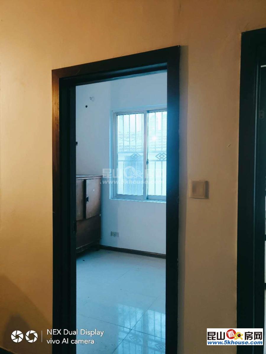 海峰公寓 115万 3室1厅1卫 简单装修一楼带院子