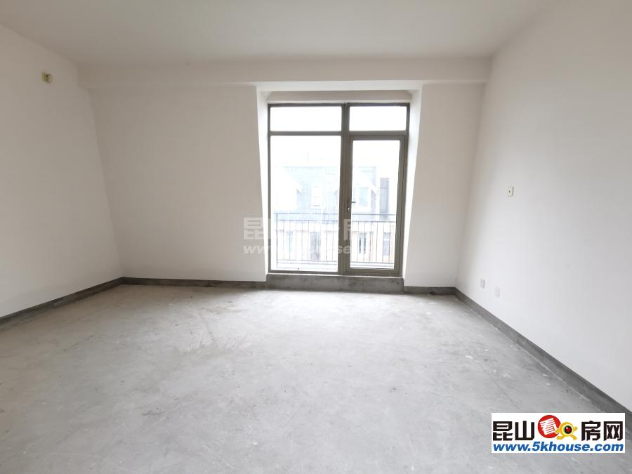 枫丹御园 联排中间套 278万 3室2厅3卫 毛坯满2年 赠送地下室挑空,大露台