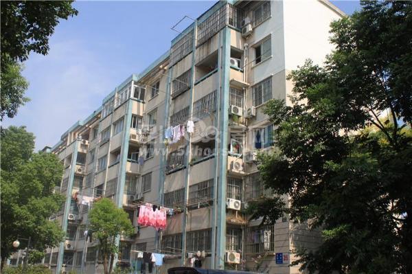 中心区,低于市场价,宝领新村 90万 3室2厅1卫 精装修