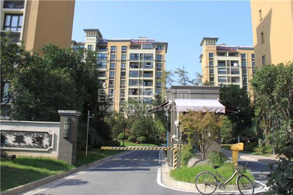店长重点新城翡翠湾 185万 3室2厅1卫 毛坯 ,环境优雅
