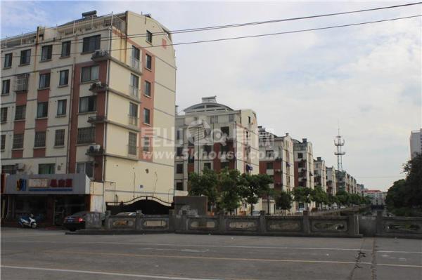 东方铭园商铺出租,138平米,楼上楼下两层,年租金8万