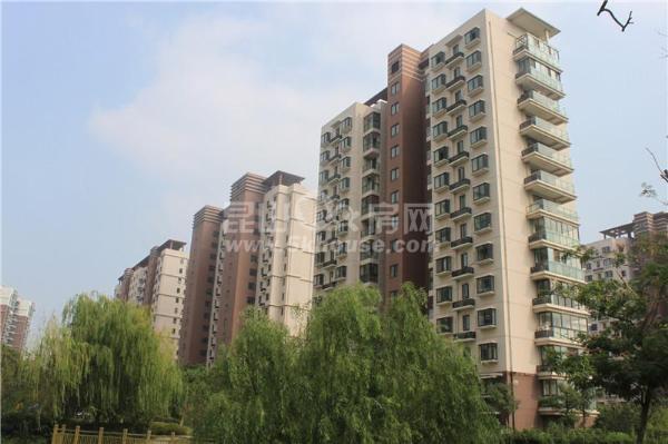 汉城国际 118万 2室2厅1卫 毛坯 好楼层好位置低价位