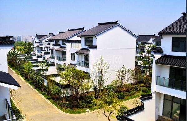 阳澄湖畔 纯中式别墅 位置好 风景优美 随时看房