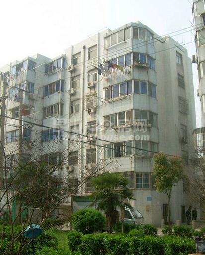 玉峰 二中双学区 学区随时可以用 真实照片 看房方便 附送一个车库