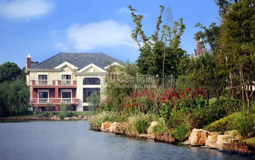 简欧外观 一亩花园 地下全明 全南互相 套房设计 森林度假墅