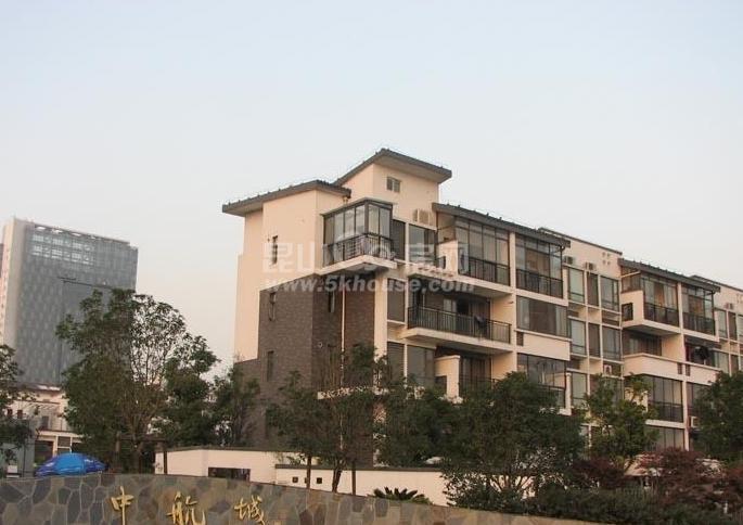 中航城,经典2房,精装修,拎包入住,房子户型南北通透,看房方面