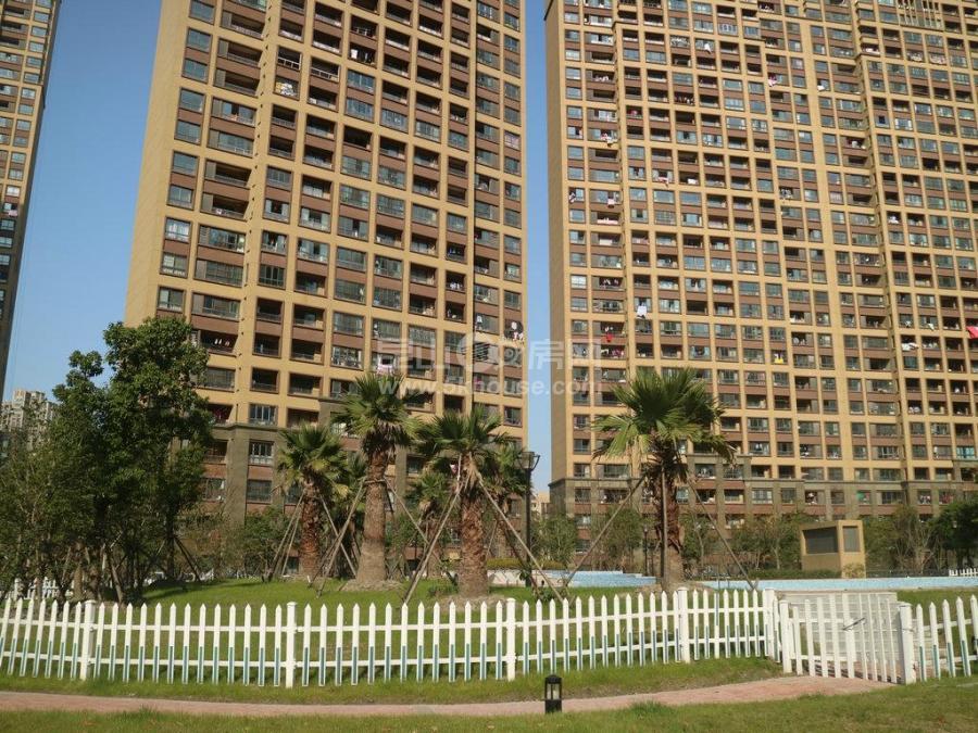 昆山城东建滔裕景园,三房出租,租金2600,家具家电全配,很干净