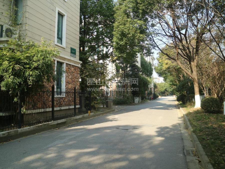 绿地21城b区 2室2厅1卫 中等装修 ,家具电器齐全非常干净
