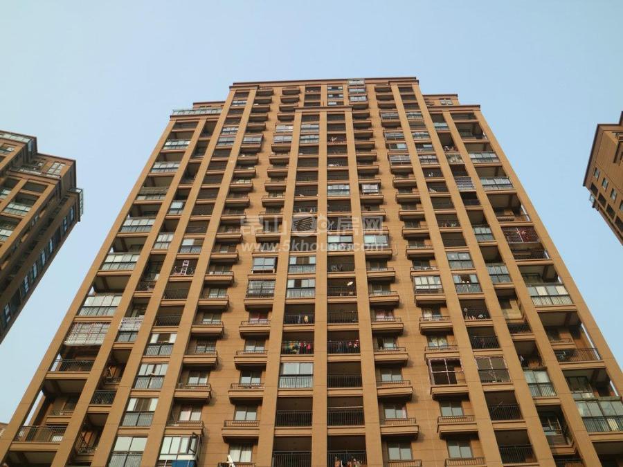 优常发豪郡二房,南北通透,中间楼层好位置,房东诚心出售此房
