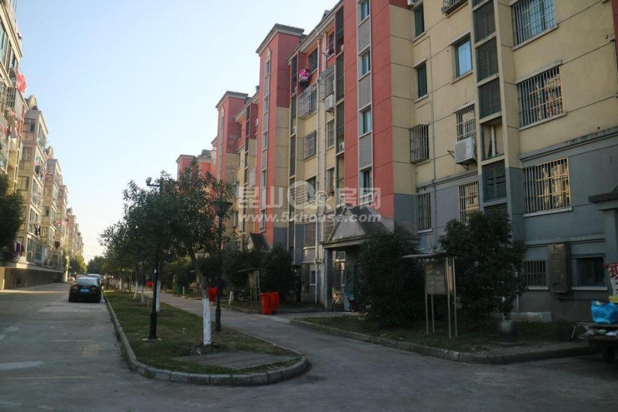 新镇学区未用 全新装修 房东换房诚心出售 可以落户的好房子 急售