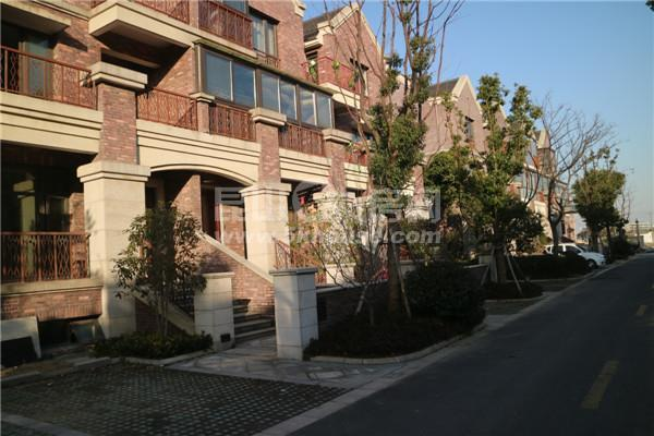 楼层好,视野广,学位房出售,合生国际花园 210万 4室2厅2卫 精装修