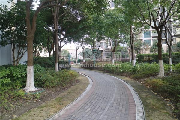 超低单价,不临街,随时腾房晶蓝上城花园 153万 4室厅2卫 毛坯