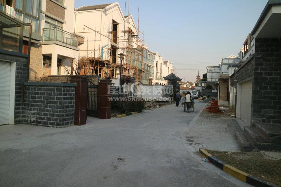 千灯鑫湖坊高档别墅,面积384平方房东诚心出售价385万