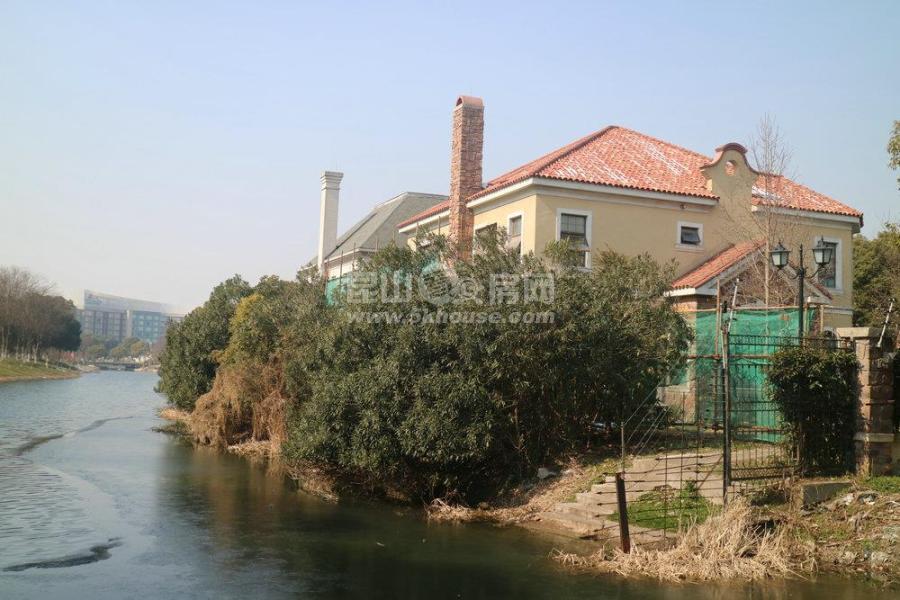 阳澄湖畔 天使湾 南临河大独栋 户型佳 毛坯房东诚心出售 满两年