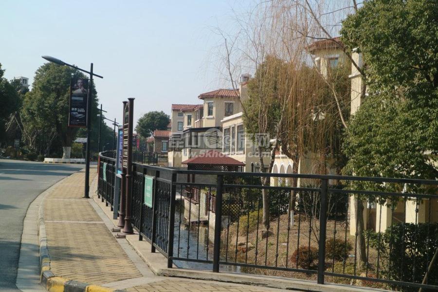 昆山城西晴碧园临河独栋 急售 花园500平米 本小区出售7套