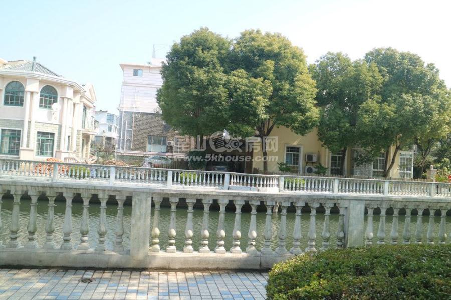 郁金香花园 360万 4室2厅3卫 精装修 别墅小区 34楼叠加 28平车库