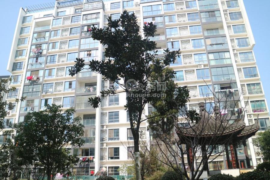 水秀江南 255万 3室2厅2卫 精装送车位小车库150平花园