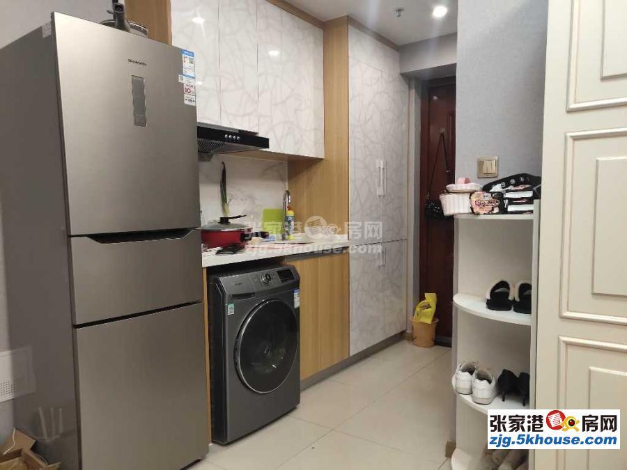 万达公寓21楼精装修一室一厅2.1万一年