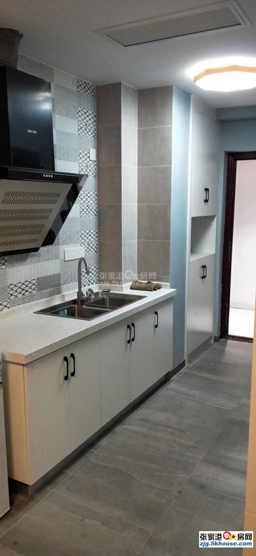 东方新天地一室一厅精装修,家电全齐,随时看房拎包入住。