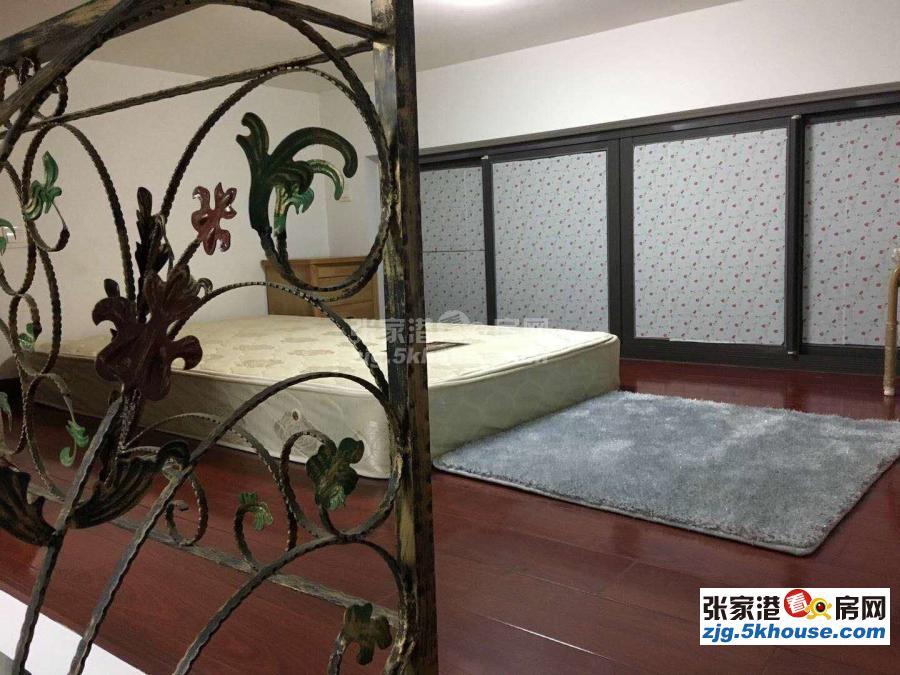 东方新天地两室一厅精装修,房东急租1720月
