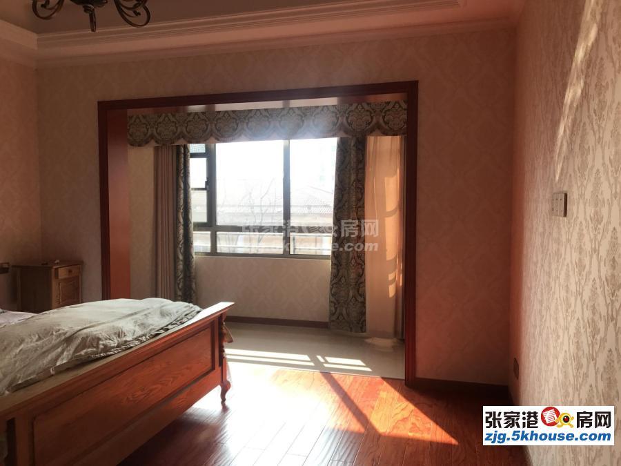 湖滨世家  联排别墅 边户 性价比超高  380万 6室2厅3卫 豪华装修