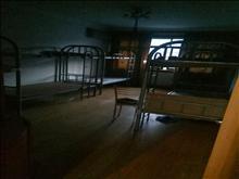 紧急出租聚龙新村5楼100平三室一厅 中等装修可做员工宿舍有钥匙