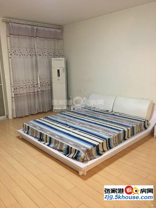 四季花园 2000元/月 1室1厅1卫 精装修 小区安静,低价出租