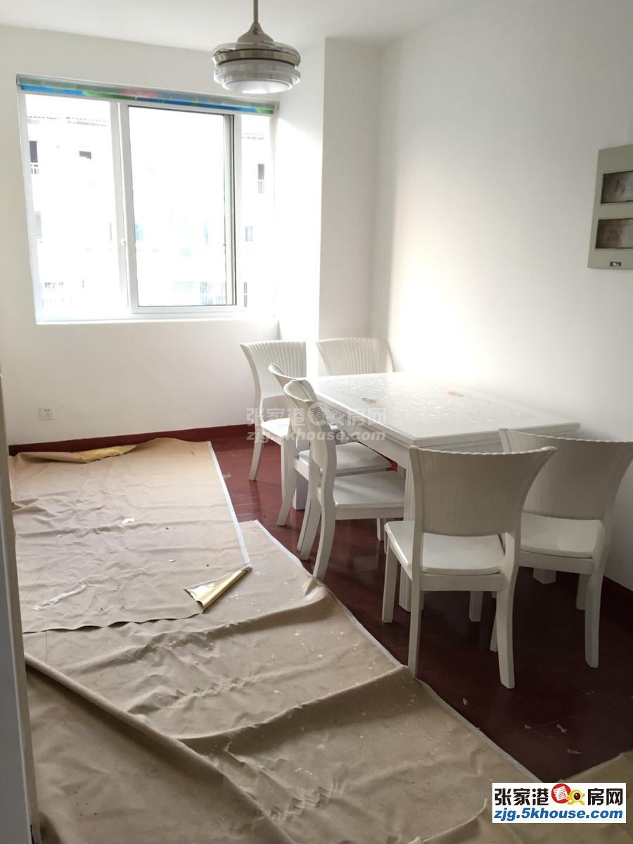 双龙花园两室精装修2000一个月