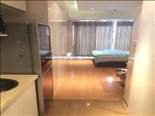 急租 缇香广场10楼公寓 1室1卫精装修 2.2万/年半年付