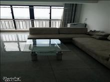 金成小区三期 2100元/月 3室2厅2卫 精装修 ,干净整洁,随时入住