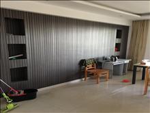 凤凰金谷小区两室精装修设施齐全1400一个月