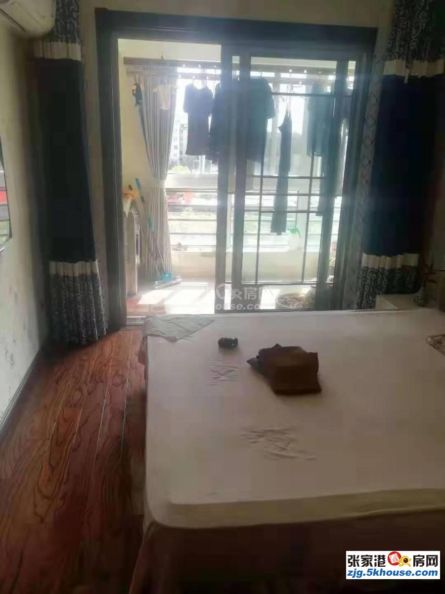 中港花苑三期靠河5楼137+自精装拎包入住